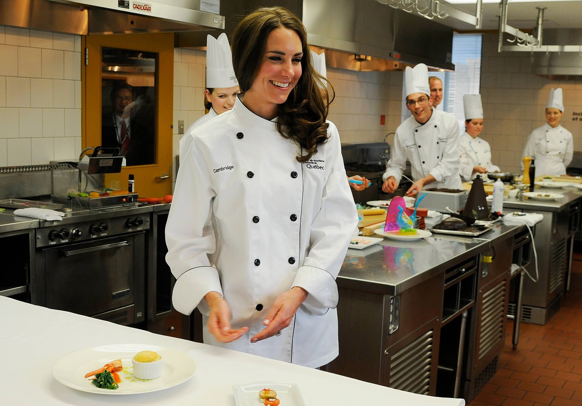 kate et william en cuisine l 39 ithq le 2 juillet dernier herby tv. Black Bedroom Furniture Sets. Home Design Ideas
